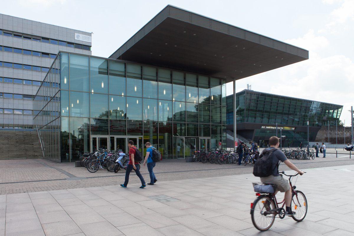 Das Eingangsgebäude der TU Darmstadt am Karolinenplatz - kurz karo 5 genannt.